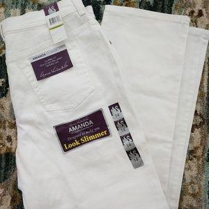 NWT Gloria Vanderbilt Amanda jeans Size 14